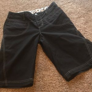 ATHLETA Bermuda black shorts size 4 slouch?